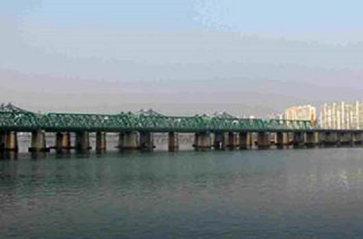 漢江鉄橋 (漢江に架けられた最初の橋)