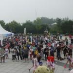 外国人観光客と一緒に楽しむ「亀マラソン」