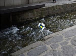 ソウル市、「清渓川水力発電」でスマホ無料充電
