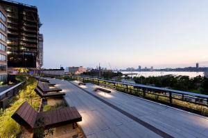 パク市長「ソウル駅高架、ハイライン・パークを凌駕する緑地公園に」