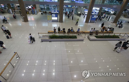 仁川空港一日2万人が400人に