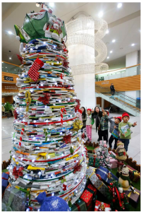 책으로 크리스마스트리 本のクリスマスツリー