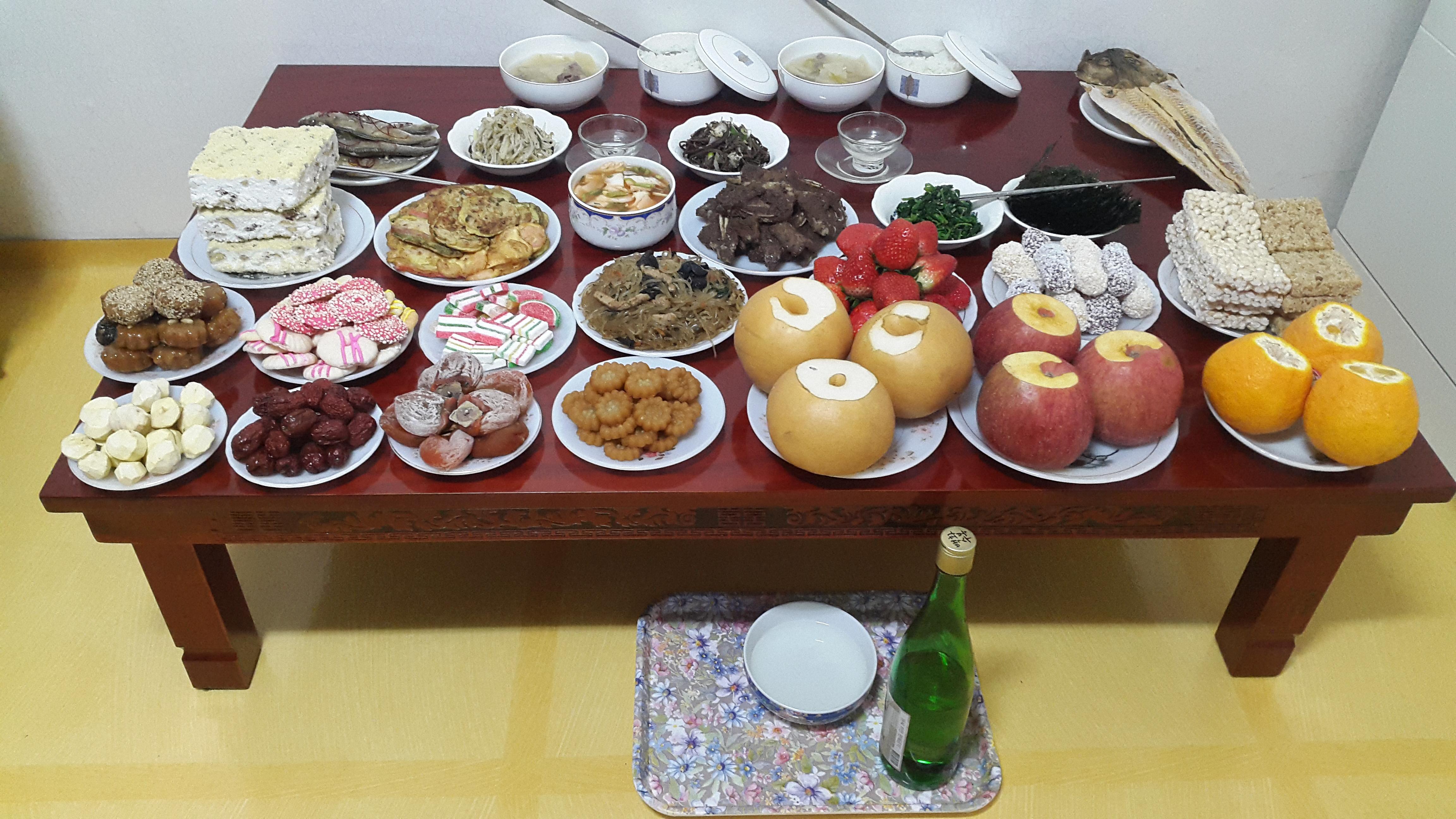 旧正月(설날)の茶礼床(차례상)