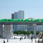 ソウル駅高架道路の工事現場の仕切り壁で事前に出会えるグリーン歩道