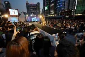 市民たちと共にする「ソウル365ファッションショー」