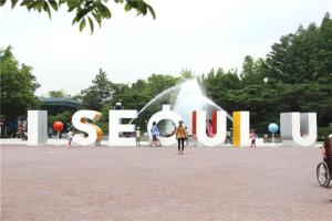 I•SEOUL•Uの造形物、子供大公園に移動設置