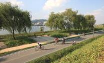 最高のデートスポット!川風に吹かれながらサイクリングを楽しむソウル漢江