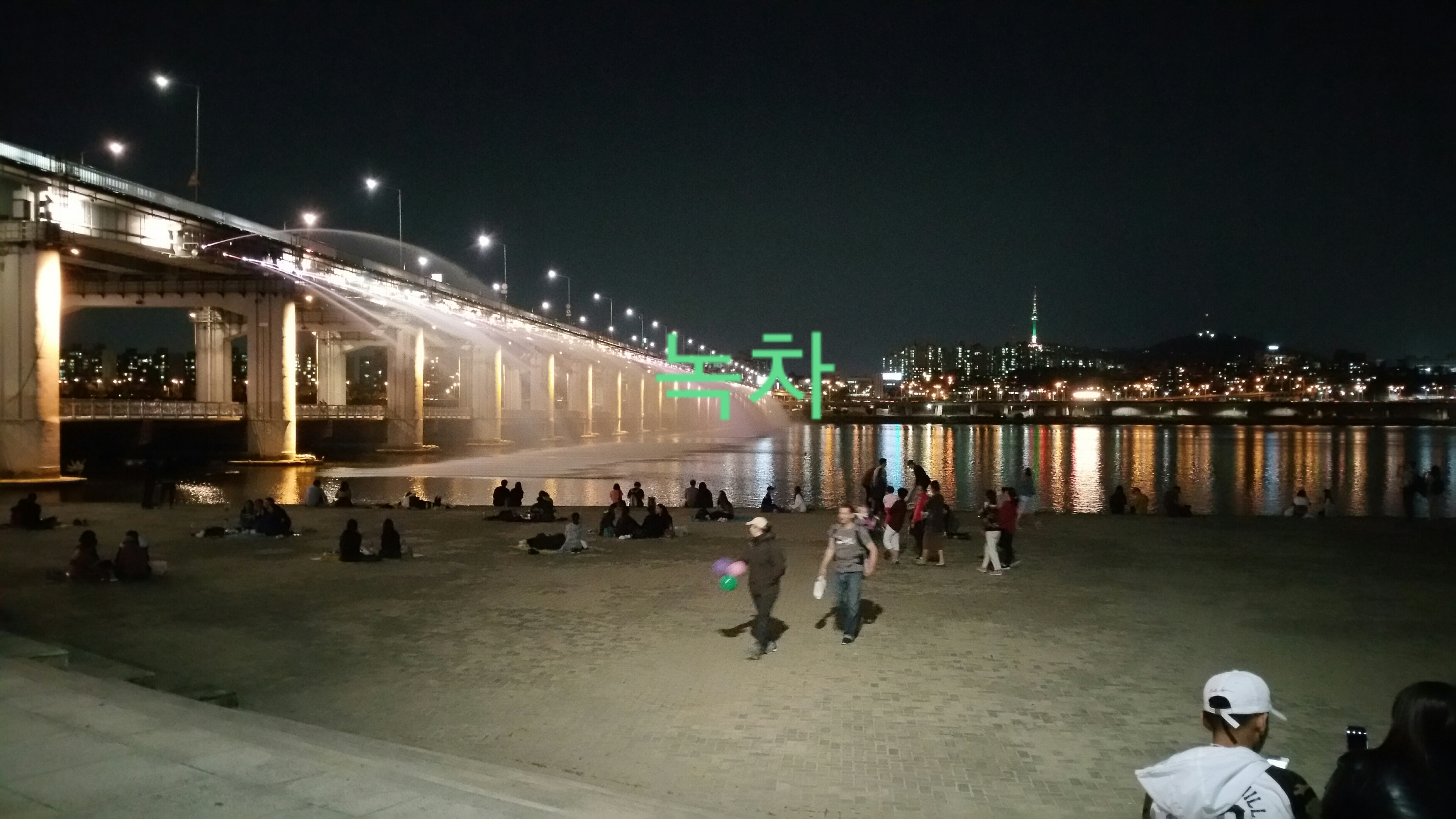 Banpo Bridge Rainbow Fountain Video