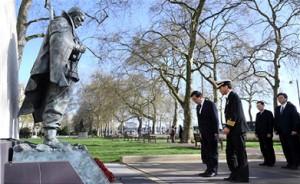 パク・ウォンスン市長、イギリスロンドンの韓国戦争参戦記念碑にて献花