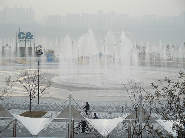 Play in the Water at Hangang Parks
