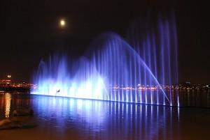 ハンガン(漢江)公園で清涼感ある水しぶきを楽しみましょう!
