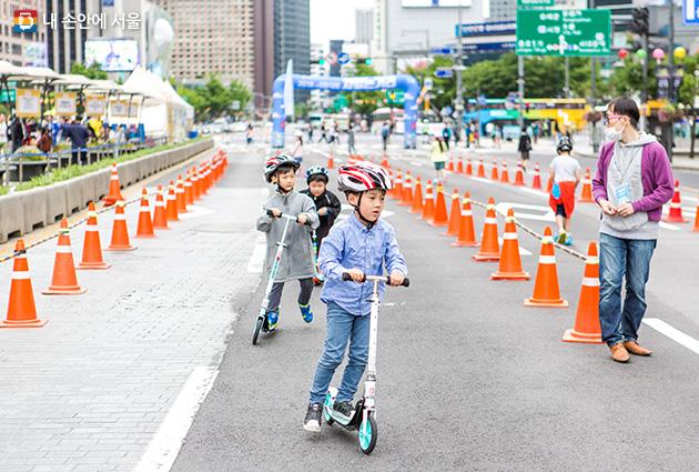 6月、クァンファムン(光化門)でヨガもスケートボードも楽しもう!