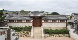 プクチョン(北村)の100年古宅「ペク・インジェ(白麟済)家屋」、夜間開場