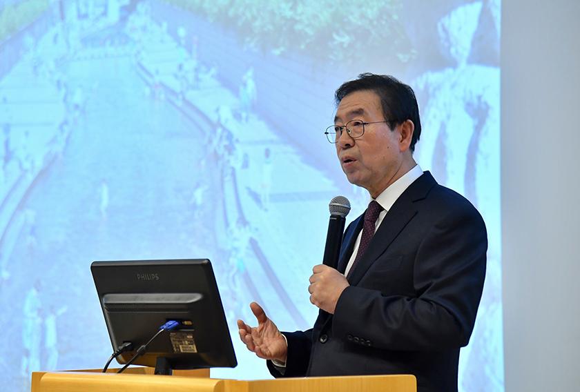 パク・ウォンスン(朴元淳)市長、ソウル市長として初めて中国・北京大学で講演