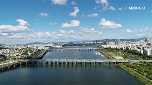 ソウル上空からの映像 - ハンガン(漢江)にかかる橋