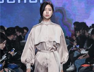 ソウル市、チョンゲチョン(清渓川)水上ファッションショー開催