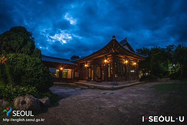 プクチョン(北村)ペク・インジェ(白麟済)家屋が夏季の夜間開場を開始