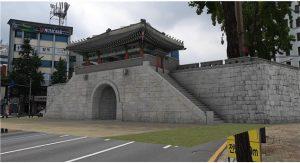 ソウル市、日本によって撤去されたトニムン(敦義門)をAR・VRで104年ぶりに復元