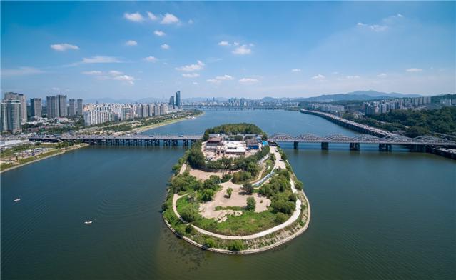 複合文化施設が共存するハンガン(漢江)の音楽島「ノドゥル島」オープン