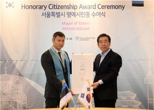 ソウル市、エストニアのタリン市長にソウル市名誉市民証を授与
