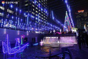 ソウル市長、ソウル広場クリスマスマーケットで年末年始の挨拶をする