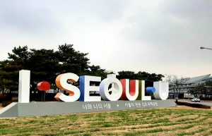 キンポ(金浦)国際空港とノドゥルソム(ノドゥル島)にも「I・SEOUL・U」の造形物を設置