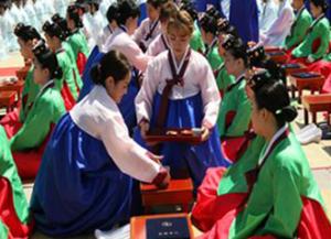 ソウル市、 ナムサン・ハノンマウル(南山韓屋村)で伝統的な「成年礼」儀式を開催、YouTubeでライブ配信