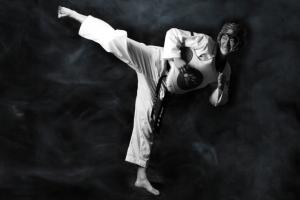 「新型コロナ克服へ向けた力強い蹴り技」 ソウル市、非対面テコンドー公演を開催