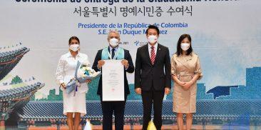 コロンビアのイバン・ドゥケ大統領にソウル市名誉市民証授与