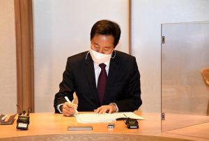 ソウル市長、事務引継書に署名