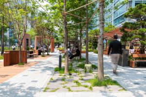 ソウル市、路地・伝統市場などへ「ユニバーサルデザイン」を取り入れ、安全かつ快適に変身