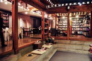 ブックスクックス:グルメのためのカフェ